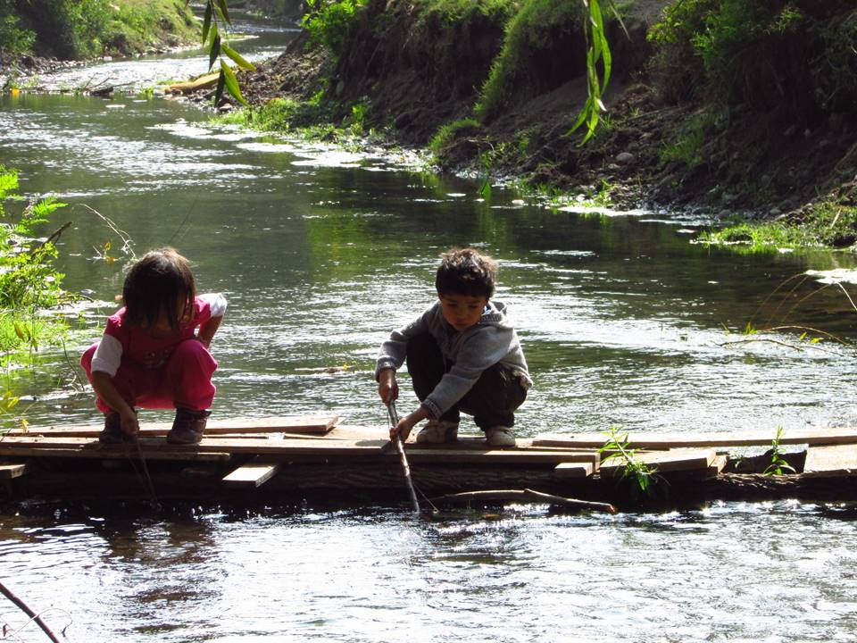 Children playing in Maipo River