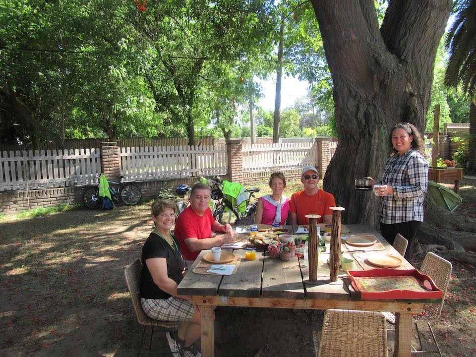 Breakfast wine bike tour Isla De Maipo